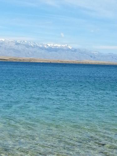 A tenger Vir és Pag sziget között
